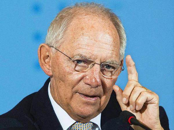Wolfgang Schäuble: FÜR den Finanzminister spricht, dass er seit mehr als vier Jahrzehnten für die CDU im Bundestag sitzt und längst eine graue Eminenz der Berliner Politik ist. GEGEN den Südbadener  spricht allenfalls sein Alter, er ist 74.