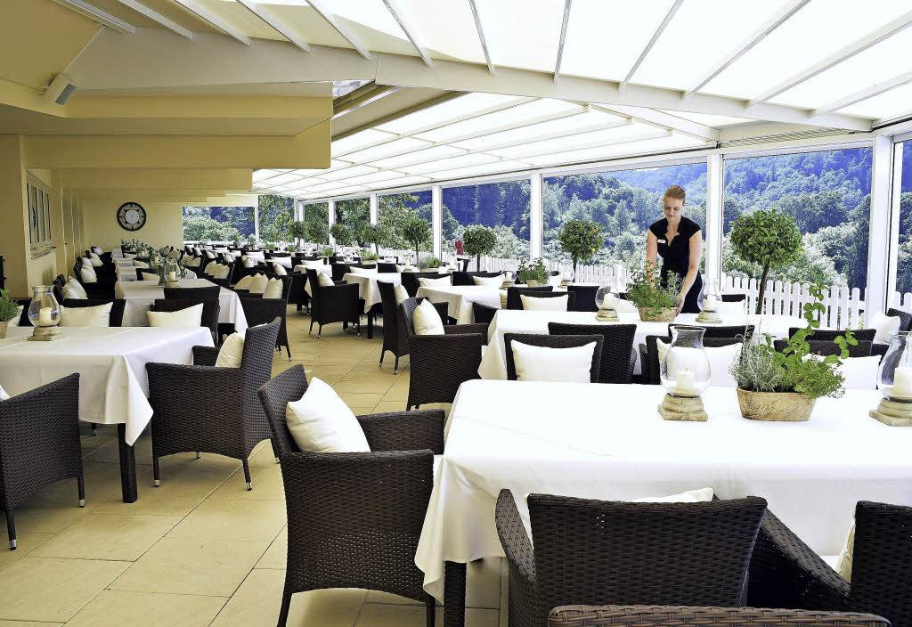 panoramahotel in freiburg ist jetzt runderneuert und hat eine eindrucksvolle terrasse freiburg. Black Bedroom Furniture Sets. Home Design Ideas