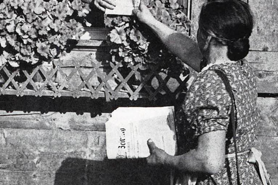 Ganz nah am Leser:  Eine der ersten Ausgaben der Badischen Zeitung wird  zugestellt. (Foto: BZ)