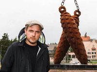 Strumbel enth�llt Mega-Tannenzapfen aus Stahl in Rothaus