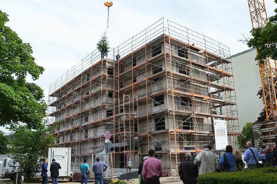 Richtfest in der Freiburger Straße in Denzlingen. Dort entstehen 15 Sozialwohnungen. (Foto: Max Schuler)