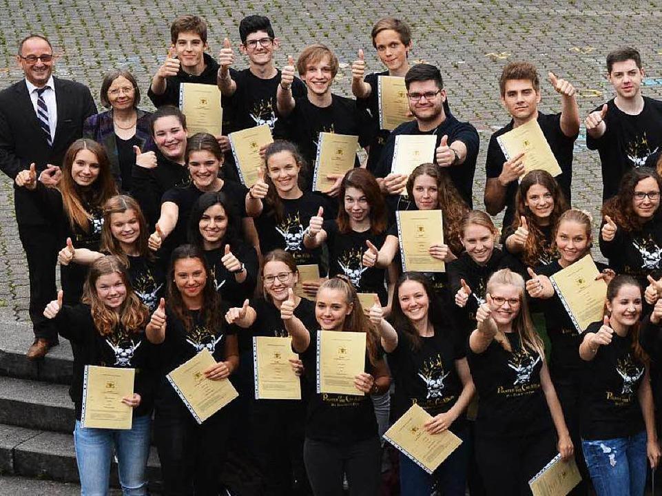 Eine Hälfte der Abiturienten...  | Foto: Heinz u. Monika Vollmar