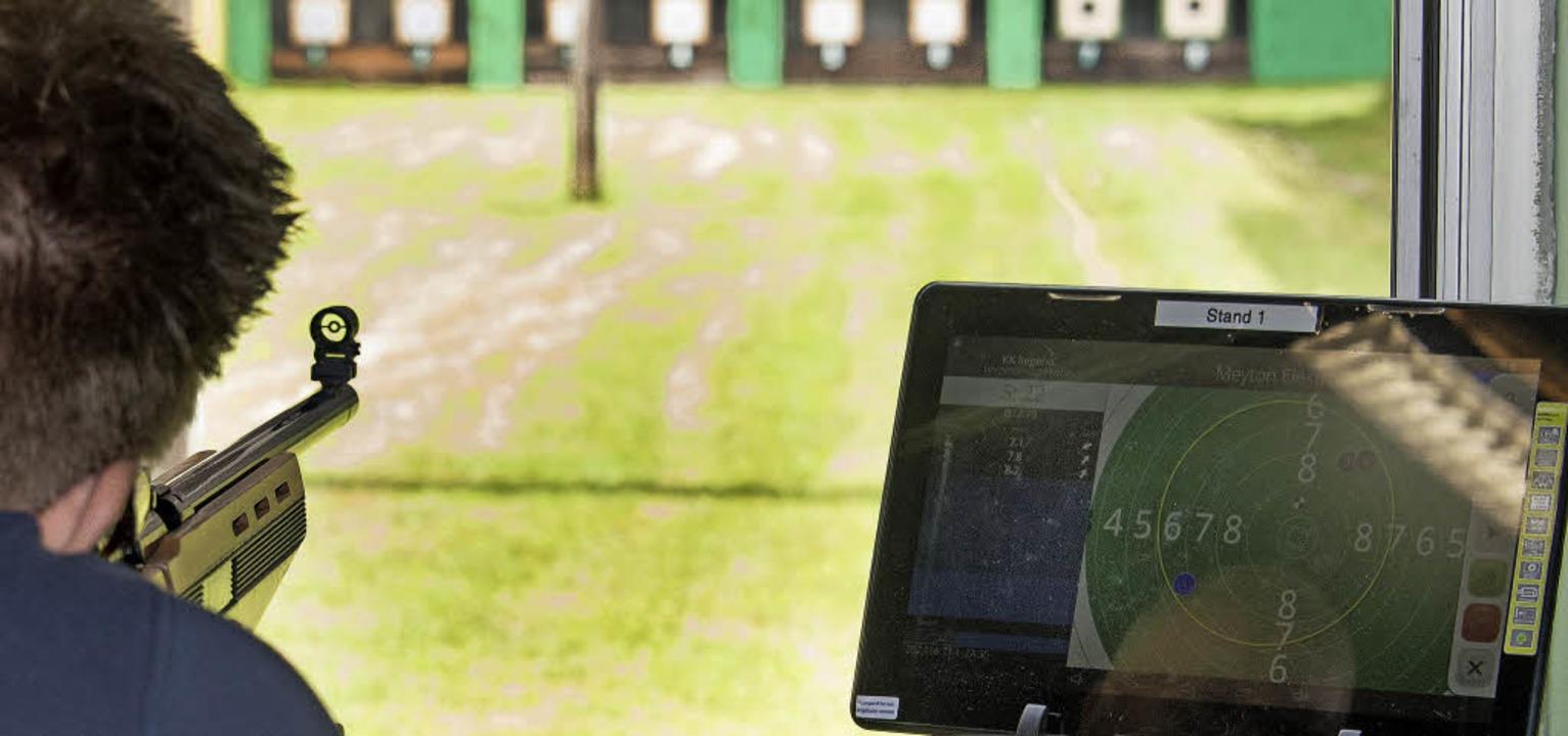 Ob auf der Ruster Schießanlage der Sch...ortan sekundenschnell auf dem Tablet.   | Foto: Bernhard REin