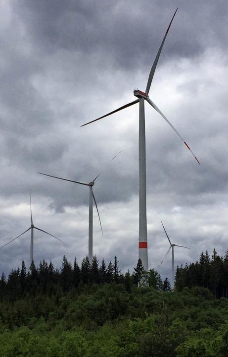 Die Windräder des Bürgerwindparks Südl...rtäler Regelsbach störende Geräusche.   | Foto: Archivfoto: Erika Sieberts