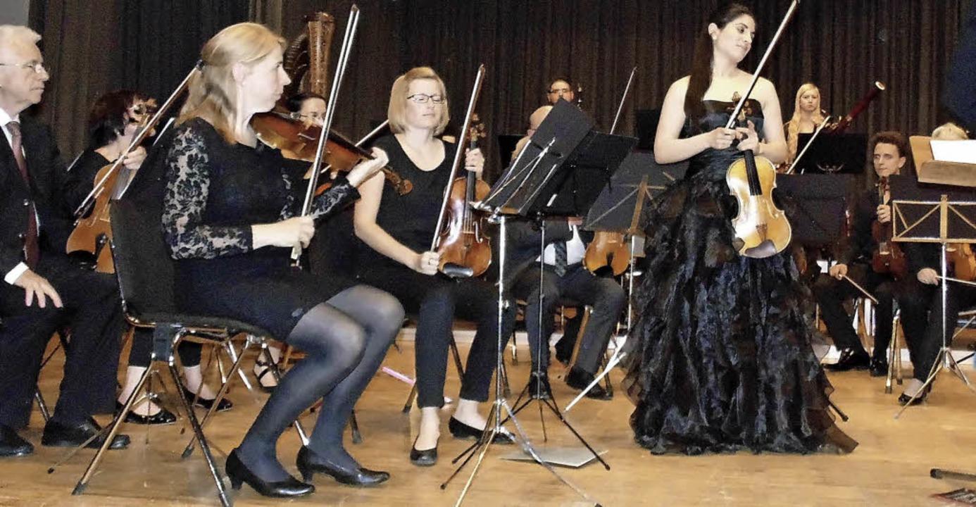 Der Orchesterverein Bad Säckingen gab ...Solisten war Aloisia Dauer (Violine).   | Foto: Michael Gottstein