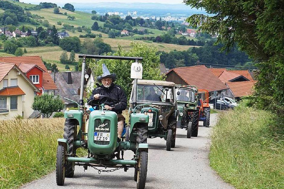 Traktorentreffen in Wittnau: Zum achten Mal trafen sich Fans und Fahrer von Oldtimern und jüngeren Exemplaren beim Schützenhaus. (Foto: Julius Wilhelm Steckmeister)