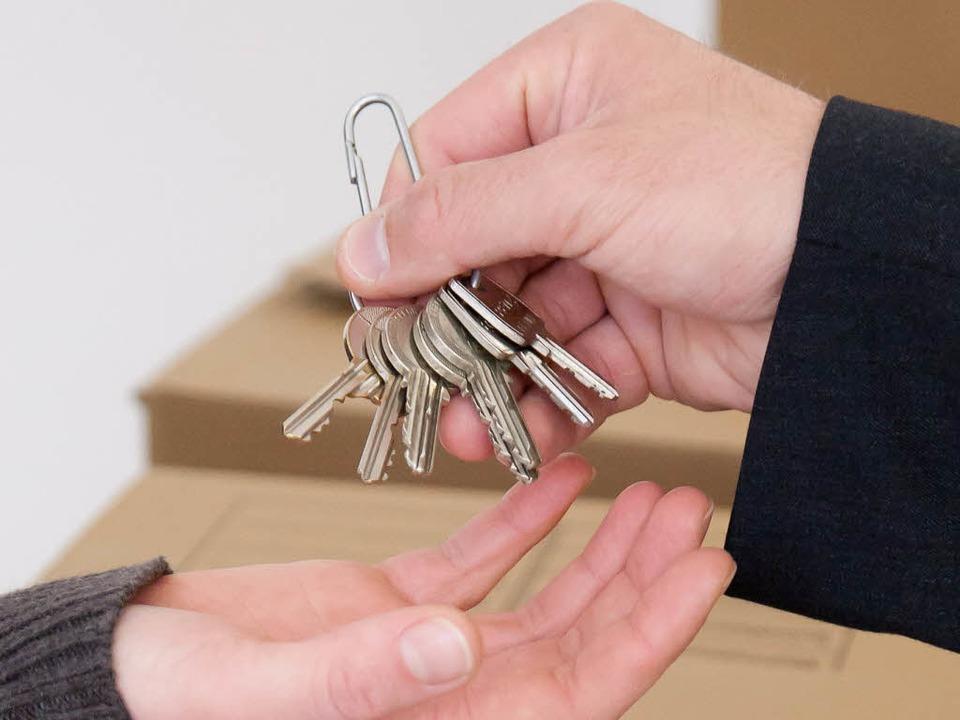 Bis zu 400 neue Wohnungen soll es bald...n – und dazu dann die Schlüssel.  | Foto: Deutsche Presse-Agentur