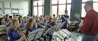 Sch�ler musizieren mit Profi