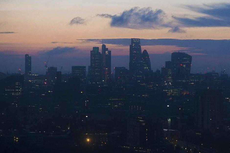Der Morgen dämmert über London: Nach und nach kommen die Reaktionen aus aller Welt. (Foto: dpa)