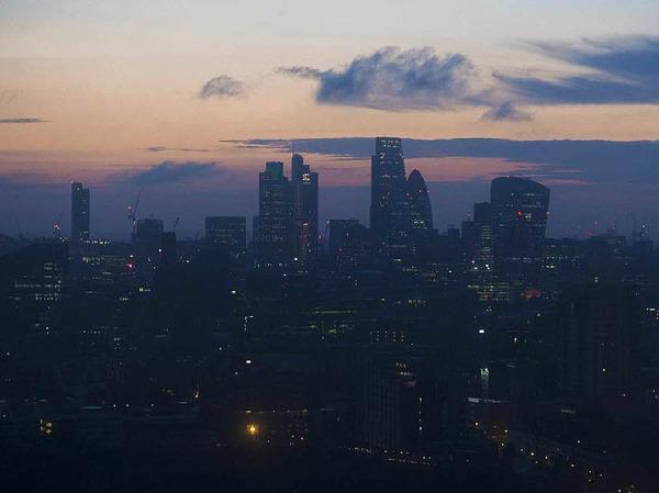 Der Morgen dämmert über London: Nach und nach kommen die Reaktionen aus aller Welt.