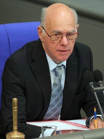 Der deutsche Bundestagspräsident Norbert Lammert kündigte an, dass der Bundestag wohl am Dienstag zu einer Sondersitzung zusammenkommen würde.