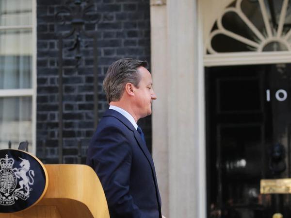 Das Bild greift es vorweg: Der britische Premierminister David Cameron hat am Freitagmorgen seinen Rücktritt angekündigt - für Herbst.