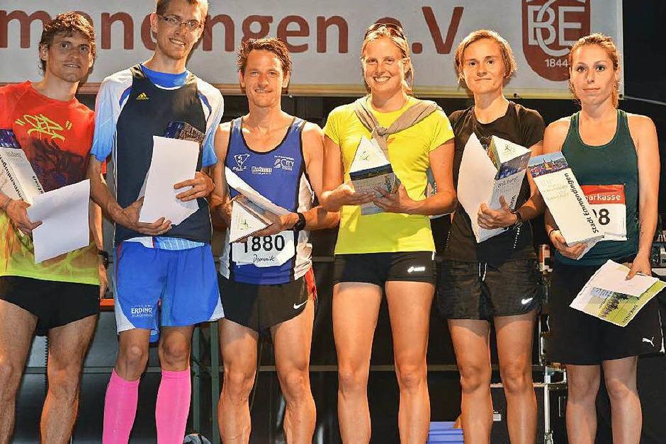Siegerehrung des Zehn-Kilometer-Laufs, von links: Raffael Schaffrik (2.), Victor Larisch (1.), Dominik Ulrich (3.), Stephanie Schmitz-Weckauf (1.), Linda Griesbaum (2.) und Corina Wernet (3.). (Foto: Daniel Thoma)