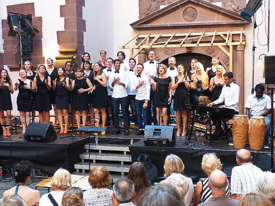 Die Soulfamily beim Auftritt im Rathausinnenhof  | Foto: Georg Rudiger