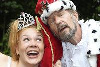"""Theater Arlecchino zeigt """"K��nig & Spitzbueb"""" im Park in M�nchenstein"""