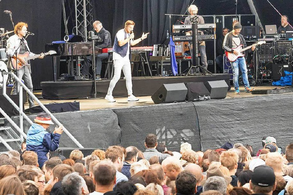 """Sommer-Open-Air mit der Kultband """"Pur"""" vor der Staatsbrauerei Rothaus (Foto: Chris Seifried)"""