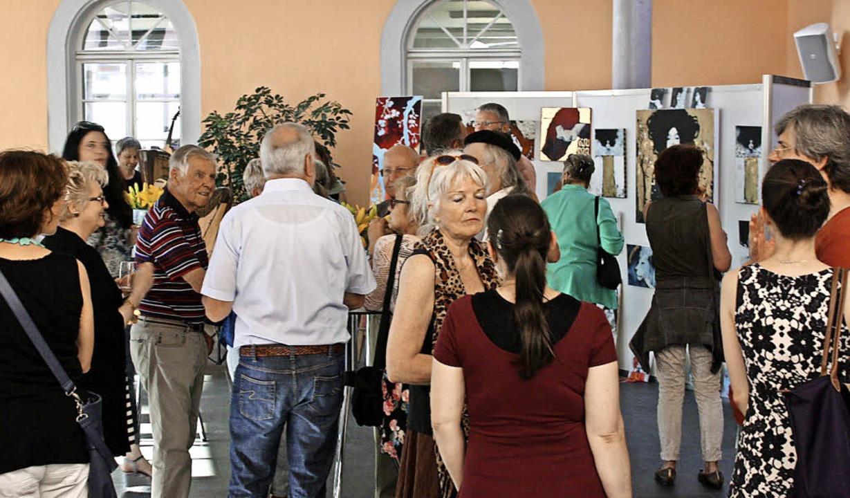 Sehr gut besucht war die Vernissage de...lertage am Freitagabend im Bürgerhaus.    Foto: Christiane Franz