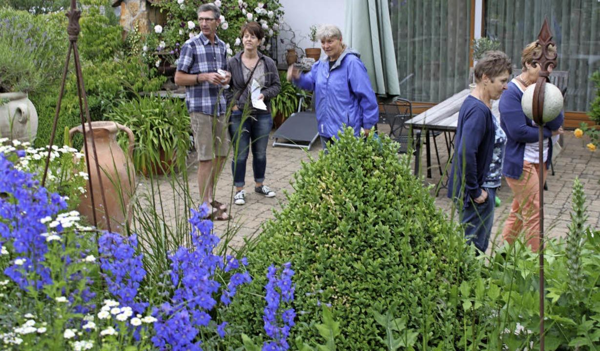 Üppige Blütenpracht ziert den Garten v... nicht zufällig von Beruf Gärtner ist.  | Foto: Martha Weishaar