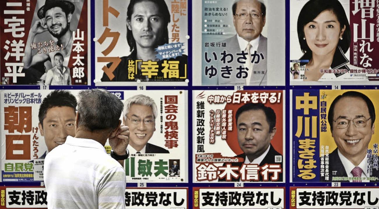 Wahlkampfplakate  in Japan   | Foto: DPA