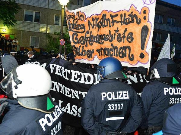 Krawalle in Berlin-Friedrichshain: Linke und linksextreme Gruppen unterstützen Autonome, die Häuser in der Rigaer Straße bewohnen.