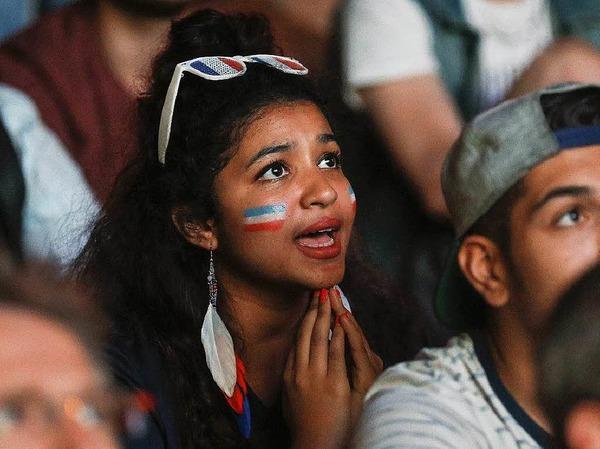 Nicht nur Männer fiebern mit, auch jede Menge weibliche Fans waren in den Stadien der EM 2016 in Frankreich mit dabei. Die schönsten Fangirls in unserer Fotogalerie.