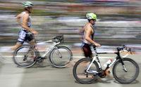 Heiße Rennen in Kirschtorten-Kulisse