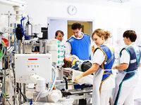 Mediziner im Notfallzentrum der Uniklinik Freiburg arbeiten unter Druck