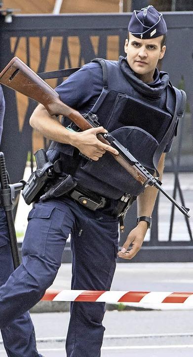 Bis zu 100000 Sicherheitskräfte waren bei der EM im Einsatz.   | Foto: dpa