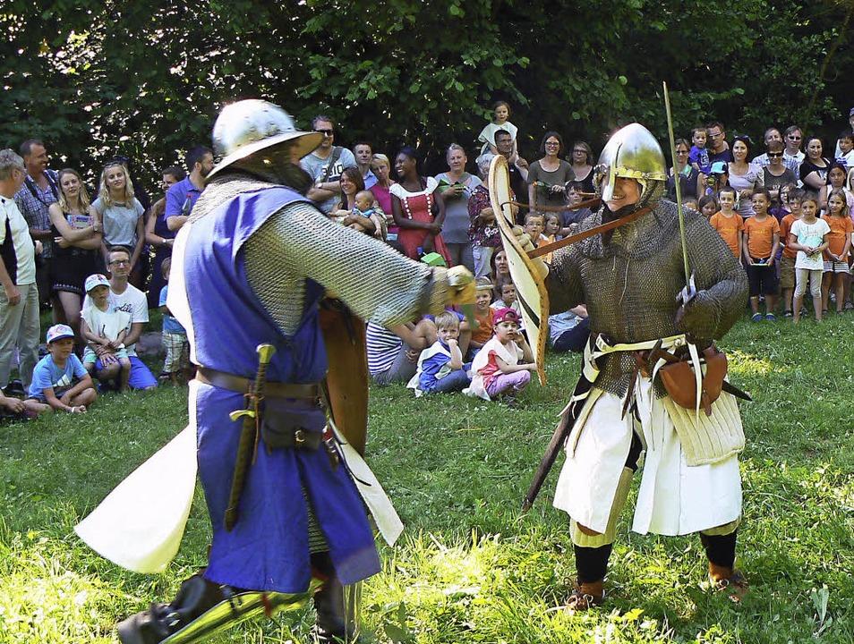 Ein Ritterkampf gehörte zum Mittelalte... dem Mittelalterstammtisch Hochrhein.   | Foto: Kindergarten