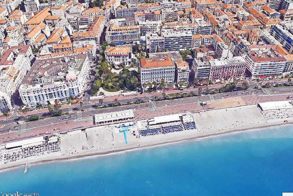 Der Ausschnitt aus Google Earth zeigt den Abschnitt der Promenade des Anglais in Nizza, Frankreich, an dem am späten Abend des 14.07.2016 ein Lastwagen bei den Feiern zum Nationalfeiertag in eine Menschenmenge gerast ist. (Foto: dpa)