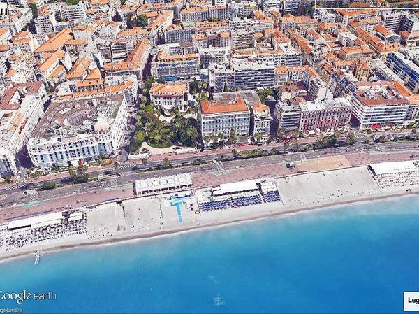 Der Ausschnitt aus Google Earth zeigt den Abschnitt der Promenade des Anglais in Nizza, Frankreich, an dem am späten Abend des 14.07.2016 ein Lastwagen bei den Feiern zum Nationalfeiertag in eine Menschenmenge gerast ist.