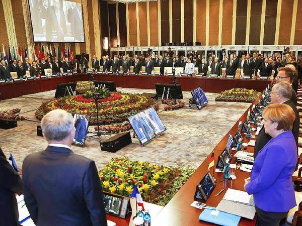 Angela Merkel gedenkt beim Asiatisch-Europäischen Gipfel der Opfer von Nizza