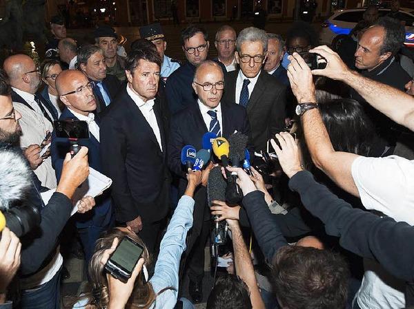 Cazeneuve spricht zu Journalisten in Nizza