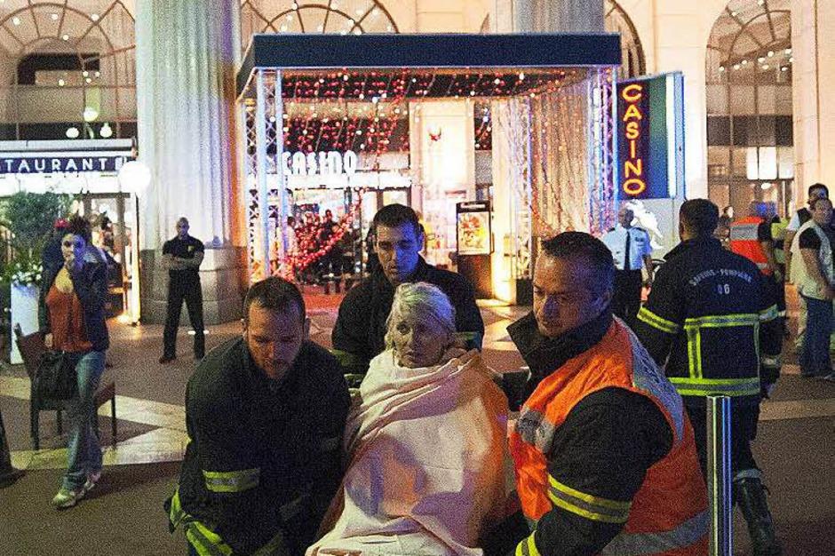Verletzte werden versorgt (Foto: dpa)