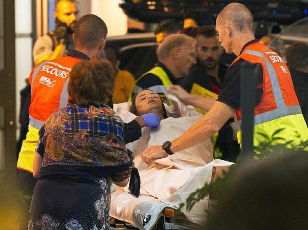 Verletzte werden versorgt