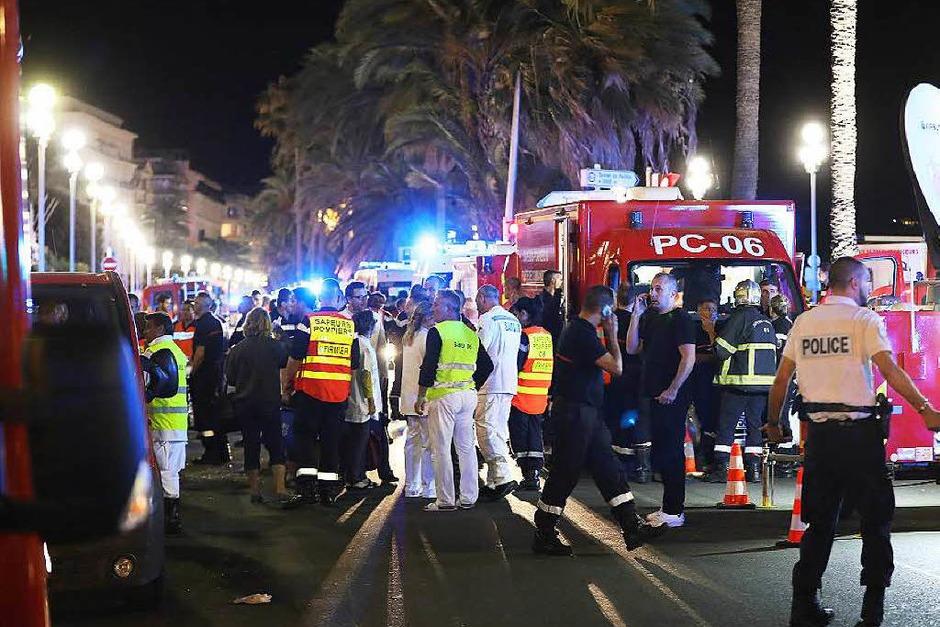 Verletzte werden versorgt (Foto: AFP)