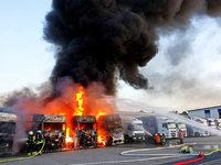 Vier Lastz�ge brennen aus – vermutlich Brandstiftung