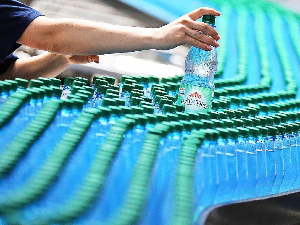 wirtschaft teures wasser aus der flasche die deutschen lieben das mineralwasser badische. Black Bedroom Furniture Sets. Home Design Ideas