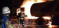Tanklastzug auf der A 5 in Flammen