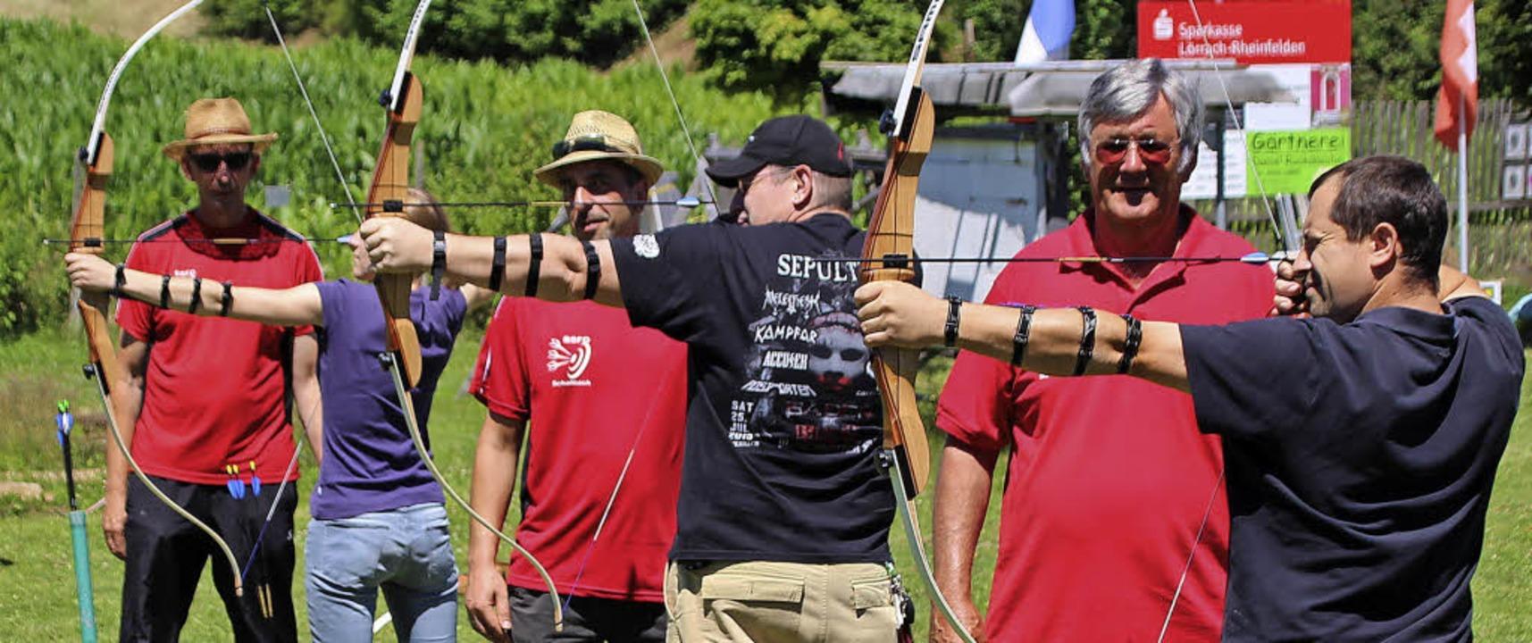 Die Haltung dieser Bogenschützen stimm... jetzt muss nur noch getroffen werden.  | Foto: Reinhard Cremer