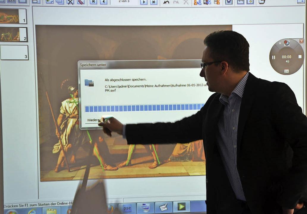 Ein White Board ist im Unterricht viel...ene digitale Anwendungen wiedergeben.   | Foto: Archivfoto: Peter Gerigk