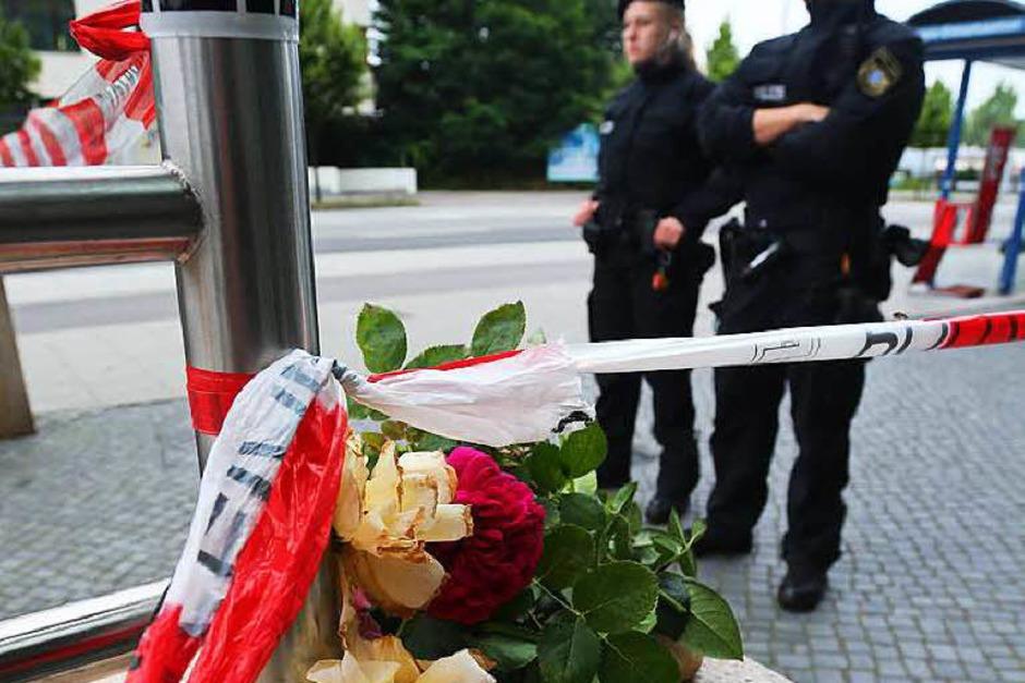 Blumen zum Gedenken an die Opfer (Foto: dpa)