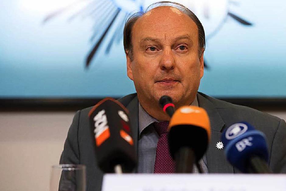 Der Münchner Polizeipräsident Hubertus Andrä spricht am Samstag bei einer Pressekonferenz im Polizeipräsidium in München. (Foto: dpa)