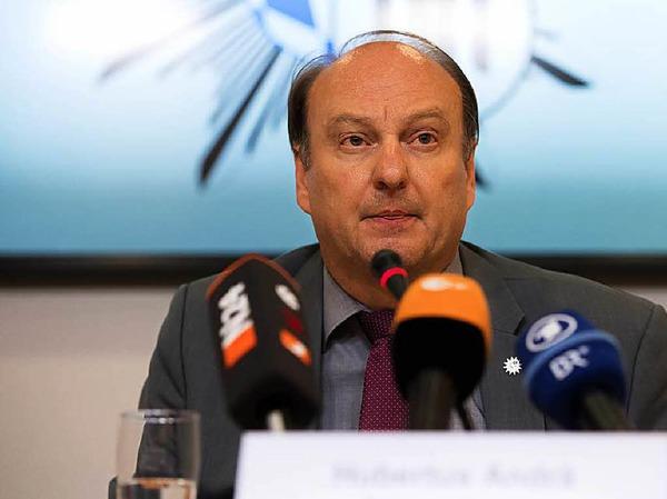 Der Münchner Polizeipräsident Hubertus Andrä spricht am Samstag bei einer Pressekonferenz im Polizeipräsidium in München.