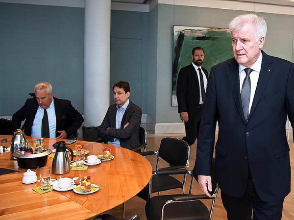 Der bayerische Ministerpräsident Horst Seehofer kommt am Samstag zur Sondersitzung seines Kabinetts.