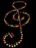 Stimmung mit bunten Lichtern und Hock in Lenzkirch