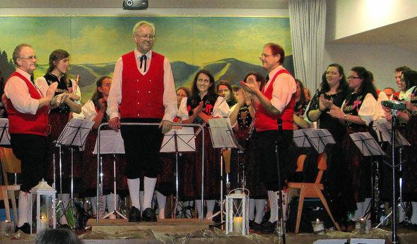 Mit starkem und langen Applaus verabschiedeten die Musiker und das Publikum den langjährigen Dirigenten Rolf Schmidt.