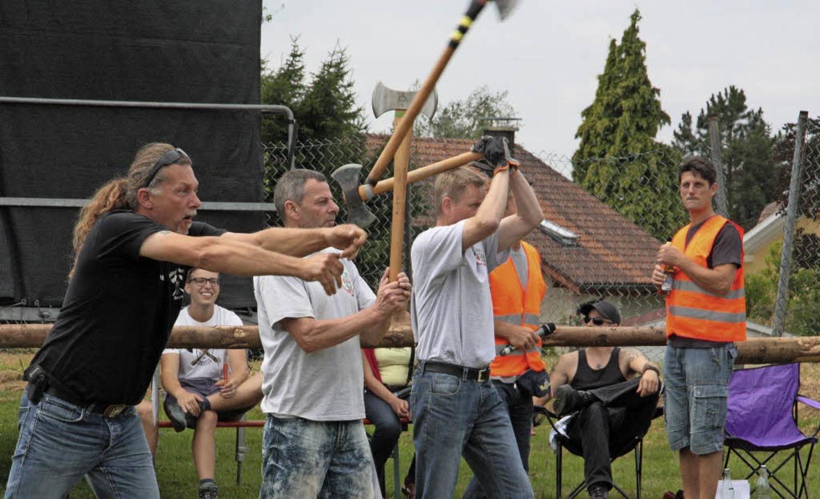 In Rippolingen flogen bei der Süddeutschen Meisterschaften zwei Tage die Äxte.  | Foto: Jörn Kerckhoff