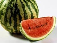 Betrunkener wirft Melone aus dem 4. Stock - auf ein Eiscaf�