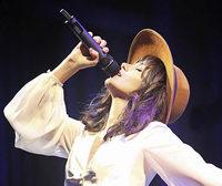 Katie Melua tritt im gro�en Zirkuszelt auf